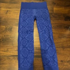 Blue snakeskin lululemon Leggings